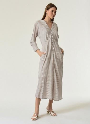 NGSTYLE NGSTYLE Kadın Çizgili Düğme Detaylı Elbise Ekru
